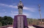 泉重千代銅像