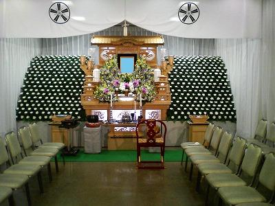 宮祭壇と生花によるあわせ技