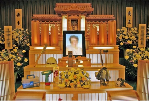 祭壇の上に飾るものに決まりはありません